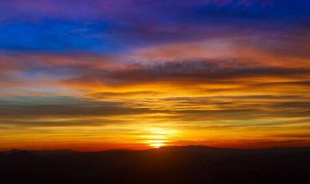prachtige zonsondergang lucht en wolken