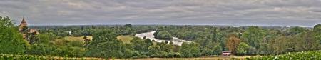 テムズ川トゥイッケナム、ヒースロー空港を見ているリッチモンド公園のすぐ外からの全景の眺めを。