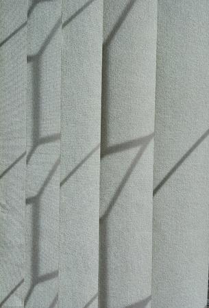 日光の縦のブラインドの影を作る 写真素材