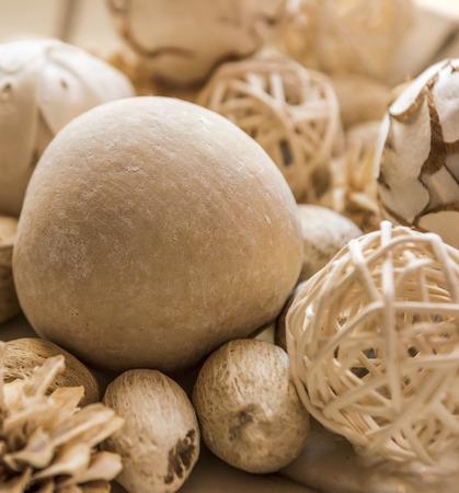 様々 なサイズの香りベージュ ポプリ ボールのボール 写真素材