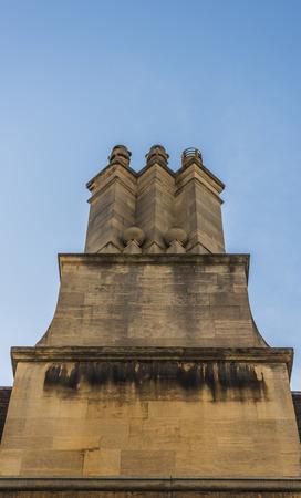 屋上に本当に古いスタイルの煙突