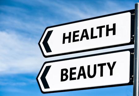 移動する方向を示す道標美容と健康