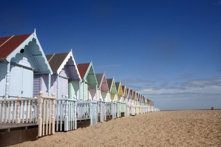mersea: mersea beach huts and sandy beach in summer Stock Photo