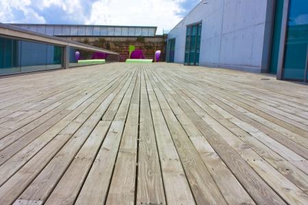 madera son instalacion y modernas esculturas al aire libre