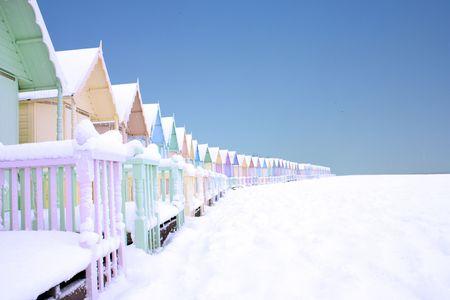 deep freeze: Caba�as de playa en mersea oeste en enero de 2009, incre�ble!