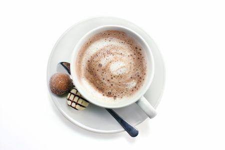 chocolat chaud: chocolat chaud et truffes vus du dessus