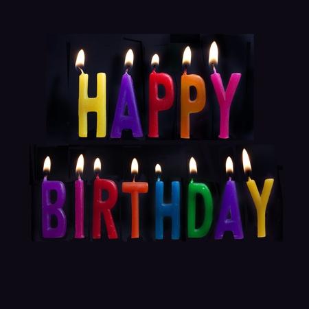 auguri di buon compleanno: HAPPY BIRTHDAY MESSAGE IN ENGLISH WITH CANDLES ALIGHT Archivio Fotografico