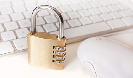 laptop and padlock as a metaphor for secure systems and computing Stock Photo - 10451328