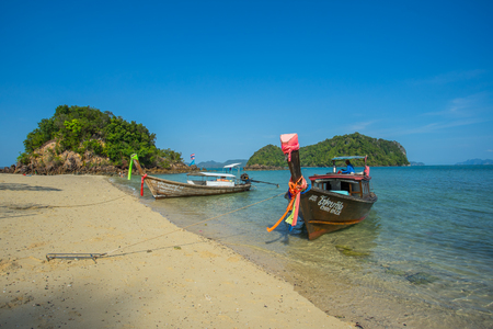 KRABI THAILAND 3 FEB 2018: Long tail boats anchored waiting for trourist at the Hong Island in Krabi Province Thailand. Phi Phi is part of Mu Ko Phi Phi National Park. Publikacyjne