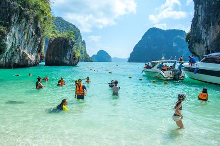 KRABI THAILAND 3 FEB 2018: Many people swimming and relaxing at Railay Island in Krabi Province Thailand. Phi Phi is part of Mu Ko Phi Phi National Park Zdjęcie Seryjne