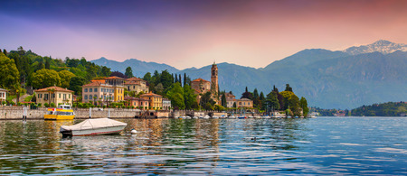 도시 메체 그라, 비아 Statale 트레 메쪼, CO, 알프스, 이탈리아의보기. 코모 호수에 화려한 저녁