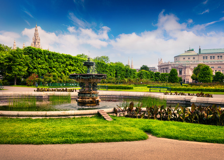 borne fontaine: Picturesque scene in Volksgarten with fountain. Sunny spring view in Vienna, Austria, Europe. Artistic style post processed photo. Banque d'images