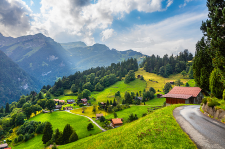 Wengen 마을의 다채로운 여름보기입니다. 스위스 알프스, Bernese Oberland 베른, 스위스, 유럽의 광저우에서 아름 다운 야외 현장. 예술적 스타일 게시물 처