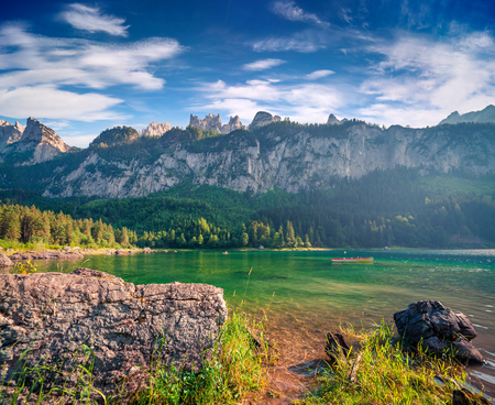 Sunny summer morning on the Gosau Lake (Vorderer Gosausee). Colorful outdoor scene in Upper Austrian Alps, Salzkammergut region, Austria, Europe. Stock Photo