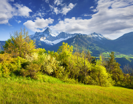Colorful spring scene on the Le Drac valley. Sunny morning view of Mt. Grande Tete de lObiou in French Alps, La Mure location, Provence Alpes Cote dAzur, France, Europe. Beauty of countryside concept backgound.  版權商用圖片