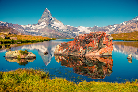 Stellisee 호수의 다채로운 여름보기입니다. 스위스 알프스, 체르마트 위치, 발레 광저우, 스위스, 유럽에서에서 호른 (몬테 Cervino, 몽 Cervin)와 함 스톡 콘텐츠