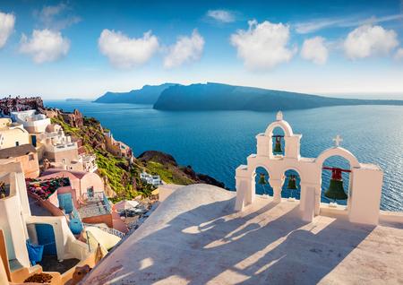 サントリーニ島の晴れた朝の景色。有名なギリシャのリゾートオイア、ギリシャ、ヨーロッパの美しい春のscene。