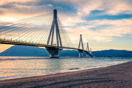 Dramatic evening scene with Rion-Antirion Bridge. Colorful spring scene of the Gulf of Corinth, Greece, Europe. 免版税图像 - 96466889