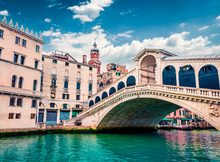 Splendid scene of famous Canal Grande. Colorful spring view of Rialto Bridge. Picturesque morning cityscape of  Venice, Italy, Europe. Traveling concept background. Stok Fotoğraf