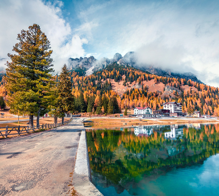 Sunny morning scene of Misurina lake in National Park Tre Cime di Lavaredo. Great autumn scene of Dolomite Alps, South Tyrol, Location Auronzo, Italy, Europe. Traveling concept background. Фото со стока