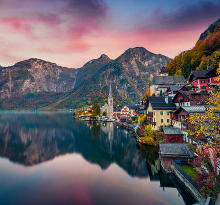 Dramatic autumn sunset on Hallstatt lake. Impressive evening viev of Hallstatt village, in Austria's mountainous Salzkammergut region, Austria. Beauty of countryside concept background. Stock Photo