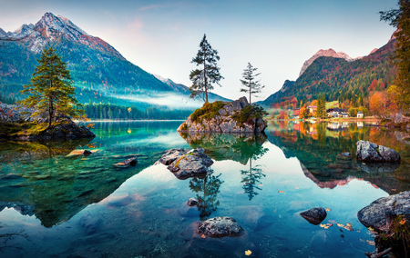 Beautiful autumn scene of Hintersee lake. Colorful morning view of Bavarian Alps on the Austrian border, Germany, Europe. Beauty of nature concept background. Foto de archivo - 116551610