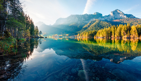 Gorgeous autumn sunrise of Hintersee lake. Amazing morning view of Bavarian Alps on the Austrian border, Germany, Europe. Beauty of nature concept background. Foto de archivo - 116551693