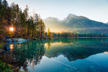 Fantastic autumn sunrise of Hintersee lake. Amazing morning view of Bavarian Alps on the Austrian border, Germany, Europe. Beauty of nature concept background. Foto de archivo - 116551705