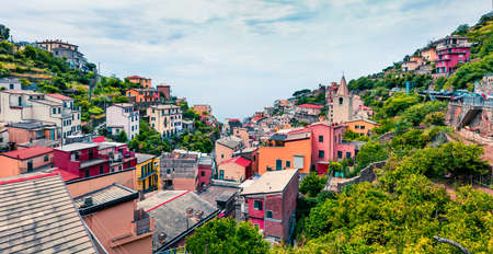 First city of the Cique Terre sequence of hill cities - Riomaggiore. Picturesque spring scene in Liguria, Italy, Europe. Traveling concept background. 스톡 콘텐츠