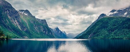Dramatic summer panorama of Eikesdalsvatnet lake, Nesset Municipality in More og Romsdal county. Fantastic morning scene of Norway, Europe. Beauty of nature concept background. 免版税图像