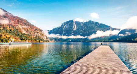 Picturesque autumn scene of Altausseer See lake Trisselwand peak on background. Sunny morning view of Altaussee village, district of Liezen in Styria, Austria, Europe. Orton Effect. Zdjęcie Seryjne