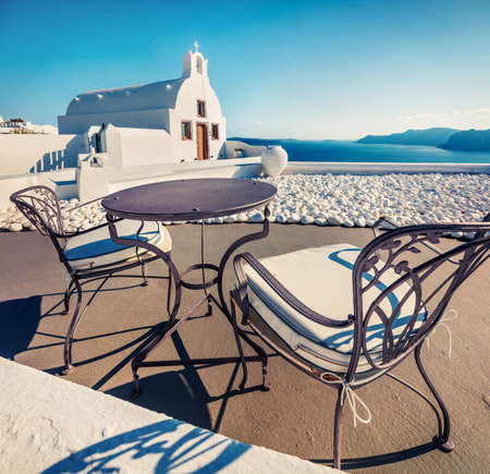 Bright morning view of Santorini island. Picturesque spring scene of the famous Greek resort - Fira, Greece, Europe. Traveling concept background. Orton Effect. Zdjęcie Seryjne