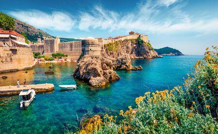 Vue matinale attrayante du célèbre Fort Bokar dans la ville de Dubrovnik. Paysage marin d'été lumineux de la mer Adriatique, Croatie, Europe. Beau monde des pays méditerranéens. Arrière-plan de voyage d'architecture.