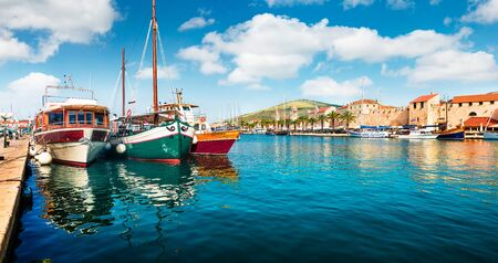 Panoramic summer cityscape of Trogir town. Colorful morning seascape of Adriatic sea. Beautiful world of Mediterranean countries. Traveling concept background. Stockfoto