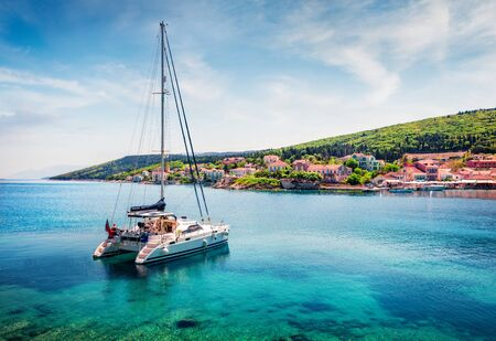 Romantic morning view of Fiskardo port. Spectacular spring seascape of Ionian Sea. Colorful morning scene of Kefalonia island, Greece, Europe. Traveling concept background. Stockfoto