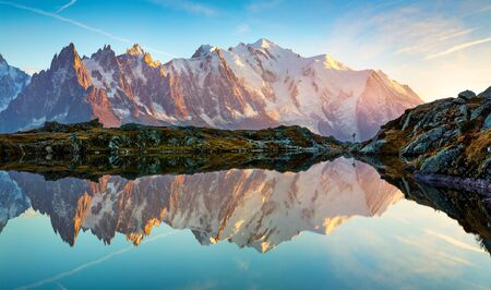 Exciting autumn view of Cheserys lake with Mount Blank on background, Chamonix location. Breathtaking outdoor scene of Vallon de Berard Nature Preserve, Alps, France, Europe. Imagens