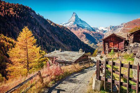 Picturesque autumn view of Zermatt village with Matterhorn (Monte Cervino, Mont Cervin) peak on backgroud. Beautiful outdoor scene in Swiss Alps, Valais canton, Switzerland, Europe. Archivio Fotografico