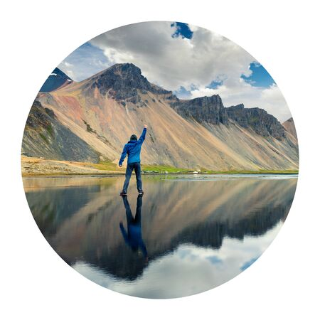 Round icon of nature with landscape. Walking upon the waters surface on the Stokksnes headland on the southeastern Icelandic coast. Photography in a circle.  Banque d'images