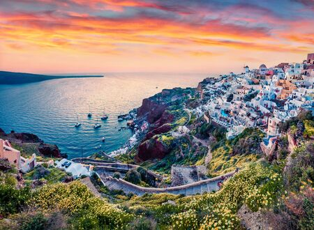 Exotic evening view of Santorini island from famous sunset view point. Picturesque spring scene of Greek resort Oia, Greece, Europe. Traveling concept background. Archivio Fotografico