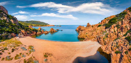 Panoramic morning view of Li Cossi beach. Exciting spring scene of Costa Paradiso, Sardinia island, Italy, Europe. Stunning Mediterranean seascape. Beauty of nature concept background. 免版税图像