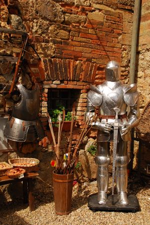 A collection of objects outside a Tuscan junk shop including armour, a crossbow and arrows  Standard-Bild