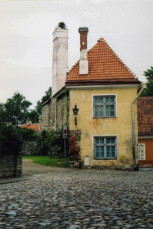 backstreet: An old building situated down a backstreet in Tallinn, Estonia  Stock Photo