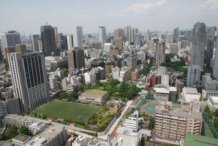 観察: 東京タワーの展望フロアから取られる東京の下町の panarama