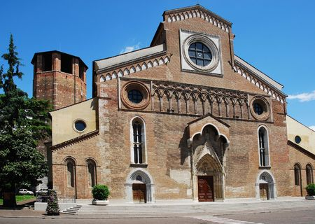 cattedrale: The Roman Catholic cathedral (Cattedrale di Santa Maria Maggiore) in Udine, north east Italy. Consecrated in 1335, construction was started in 1236 and the exterior facade rebuilt after an earthquake in 1511. Stock Photo