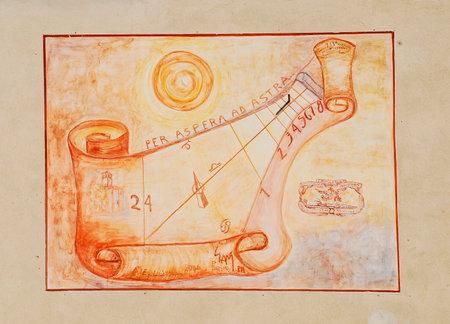 sonnenuhr: Einer der vielen Sonnenuhren auf der Au�enseite des friaulischen b�uerlichen Kultur Museum (Museo della Civilt� Contadina del Friuli Imperiale) in Aiello del Friuli, Italien. Dieser ist als Meridana ad Ore Astronomiche (Sonnenuhr mit Astronomical Stunden) bekannt. Die Editorial