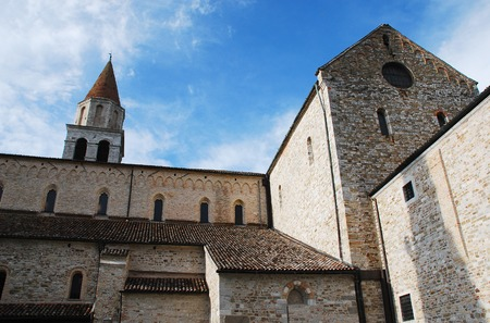 faade: The basilica  in Aquileia Cathedral, originally built in 1031 and then rebuilt about 1379 in gothic style. It has a in Romanesque-Gothic fa?ade and is famous for its mosaics
