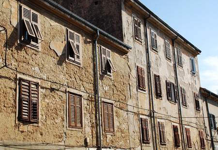 tatty: Historic old buildings in the southern Istrian town of Pula in Croatia.
