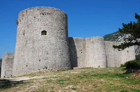 edad media: This Frankopan castle near Bakar in Croatia was built in the Middle Ages between the 13th and 18th centuries, and has a rectangular layout with circular corner towers. Editorial