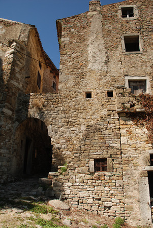 tatty: An abandoned historic old building in the central Istrian medieval hill town of Motovun in Croatia.
