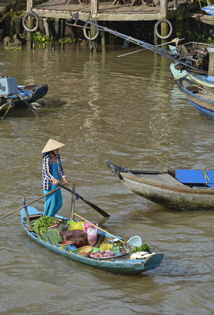 Phong Dien, Vietnam - December 31st 2017. A boat on the river at the Phong Dien Floating Market near Can Tho in the Mekong Delta Stockfoto - 111725079